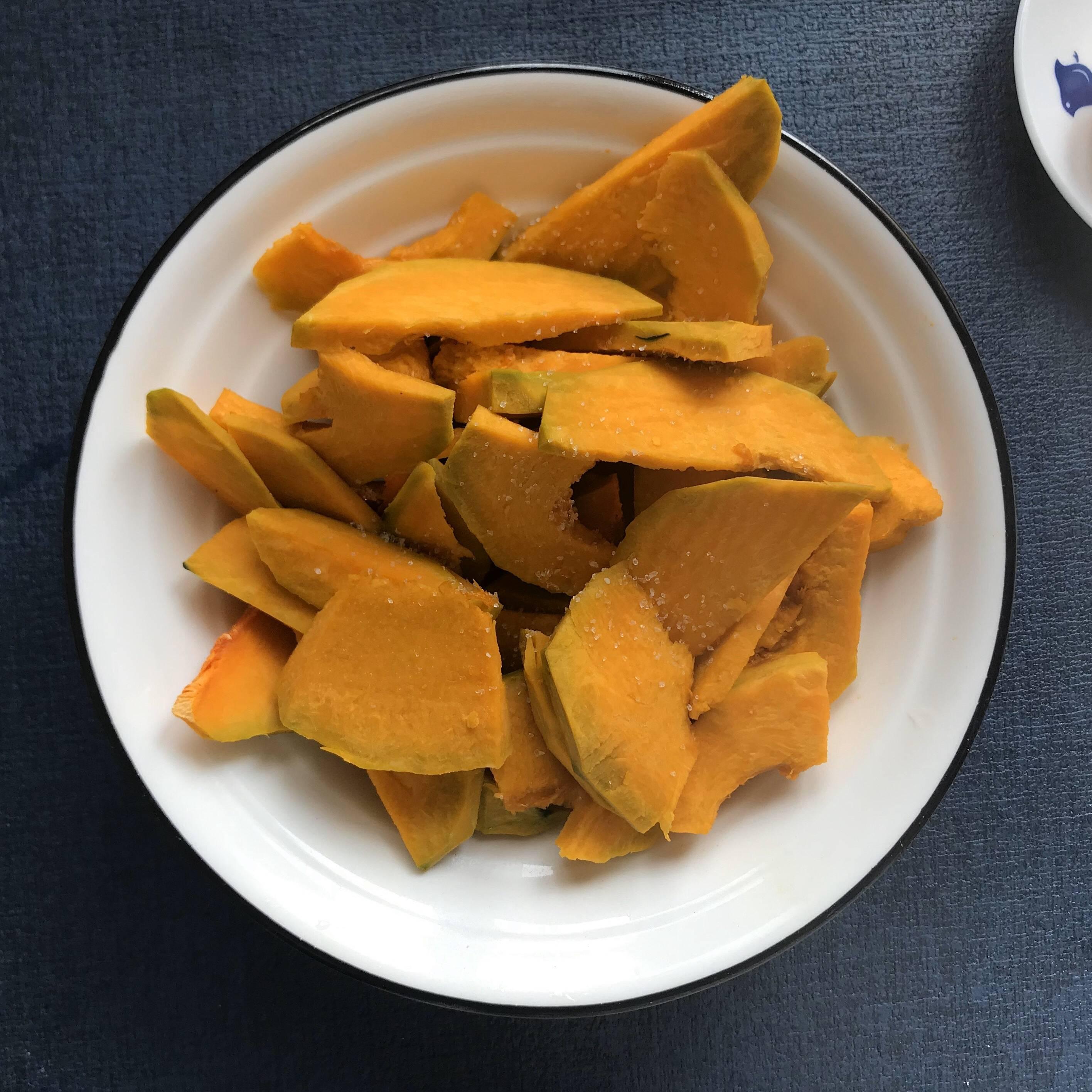 低卡 蛋黄焗南瓜-快手咸甜减肥餐的做法 步骤2