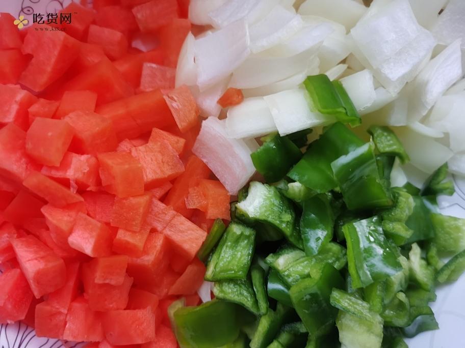黑椒牛排炒饭🥩的做法 步骤1