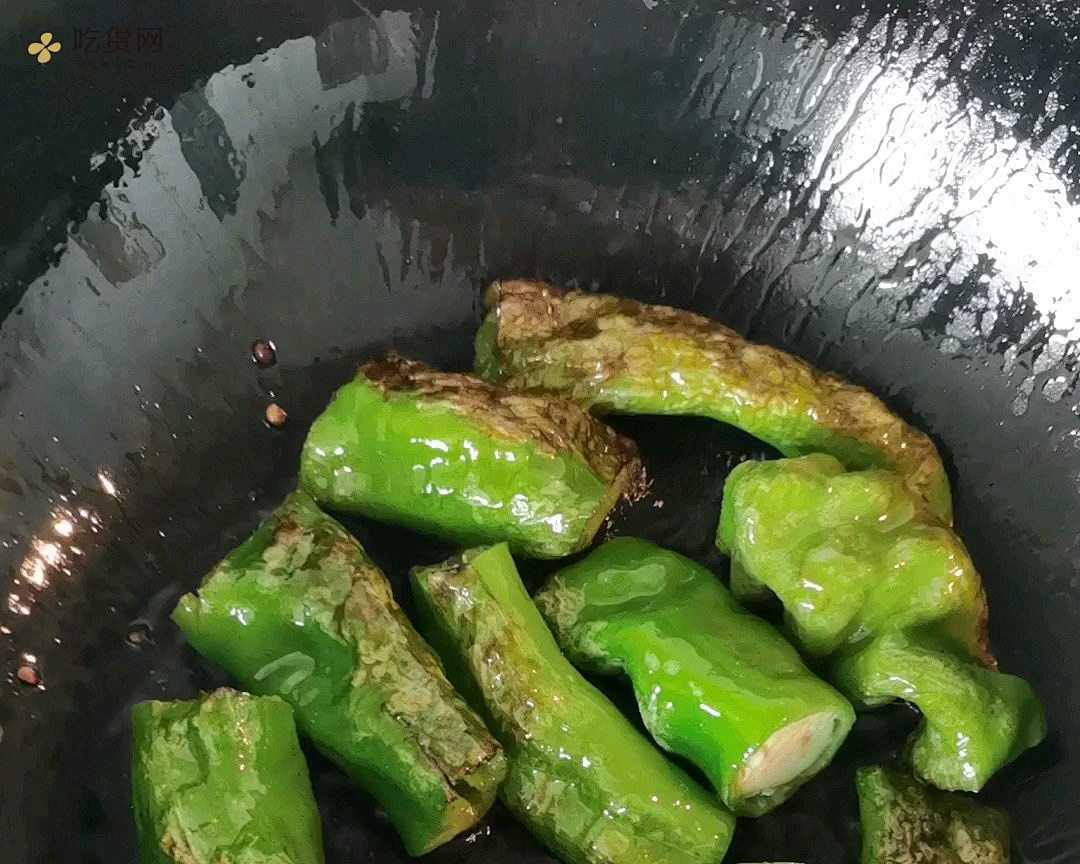 虎皮尖椒 菜不特别,味道很好(偶得)的做法 步骤4