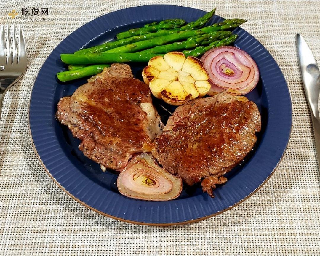 家庭版超级简单煎牛排的做法 步骤8