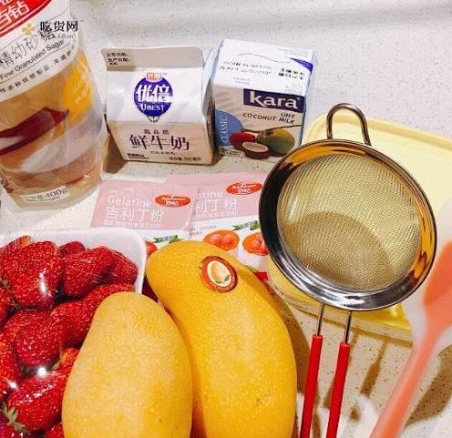 草莓芒果椰奶冻的做法 步骤1