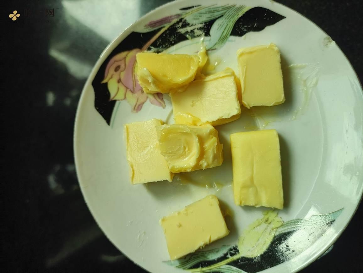 全麦汉堡胚(创意牛排煎蛋汉堡)的做法 步骤1