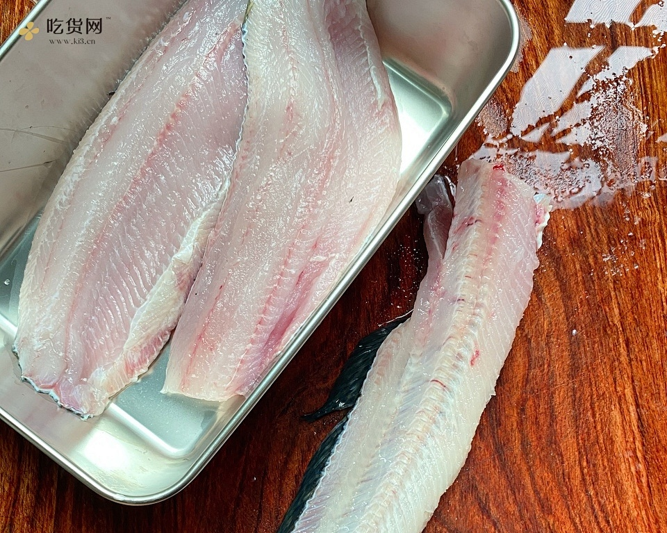 酸菜鱼水煮鱼腌制鱼片方法的做法 步骤1