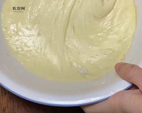 两个鸡蛋一碗面 全程手不粘面 轻松搞定小碗蒸发糕 蓬松煊软 比面包好吃的做法 步骤3