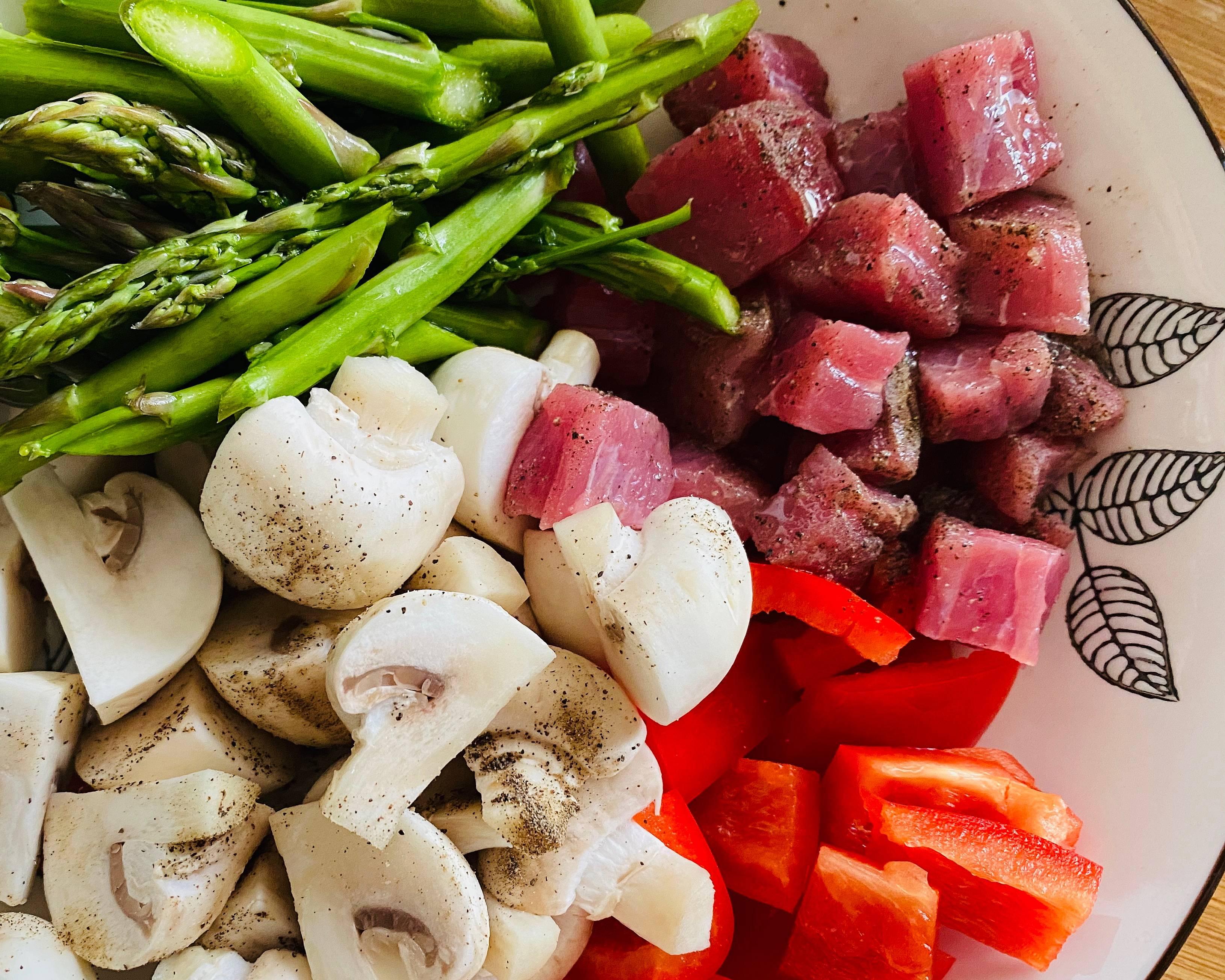 超简单👩💼减脂餐便当🍱芦笋蘑菇煎牛排的做法 步骤1