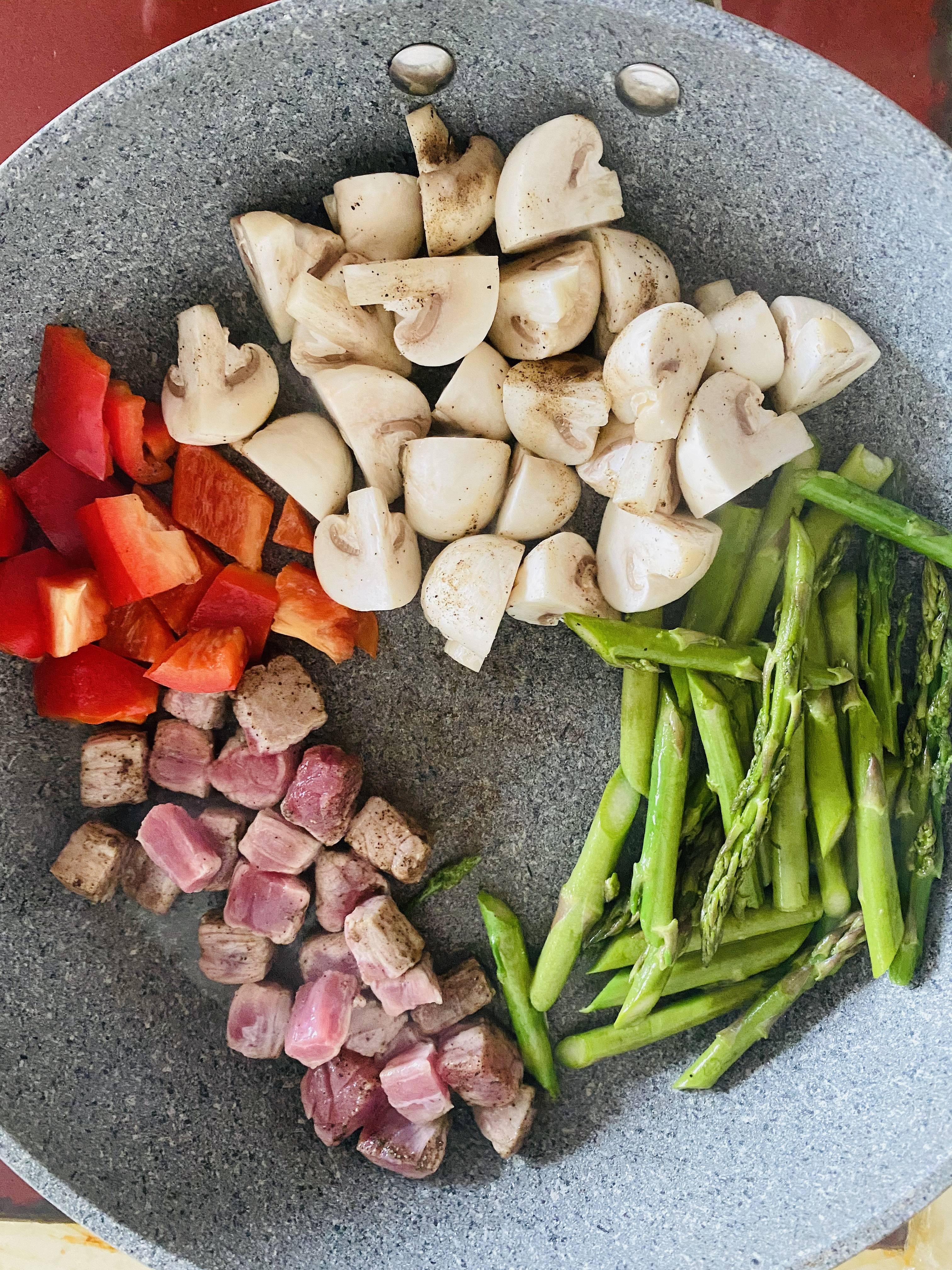 超简单👩💼减脂餐便当🍱芦笋蘑菇煎牛排的做法 步骤2