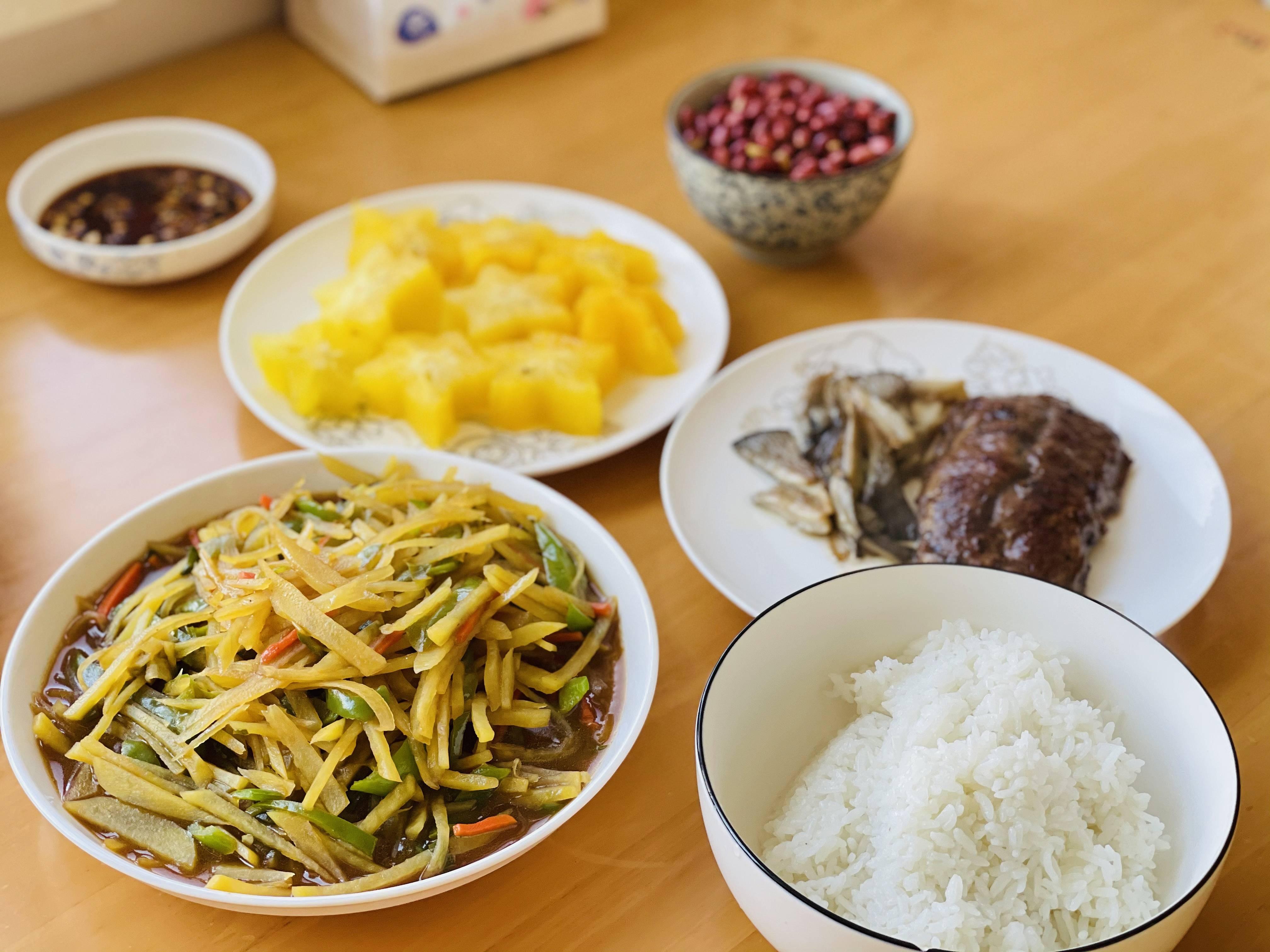 一道超级简单减肥餐-煎三文鱼与橄榄菜的做法 步骤5
