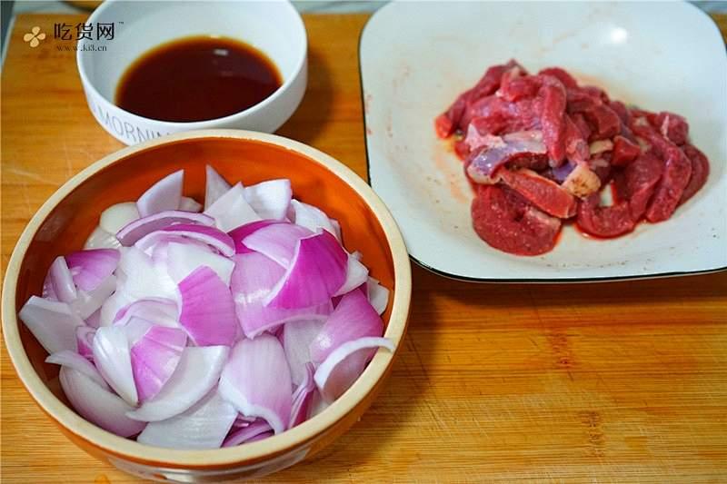 巧用牛扒做喷香的洋葱牛柳的做法 步骤3