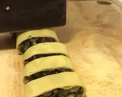 网红明星减肥餐~豆皮蔬菜卷的做法 步骤11