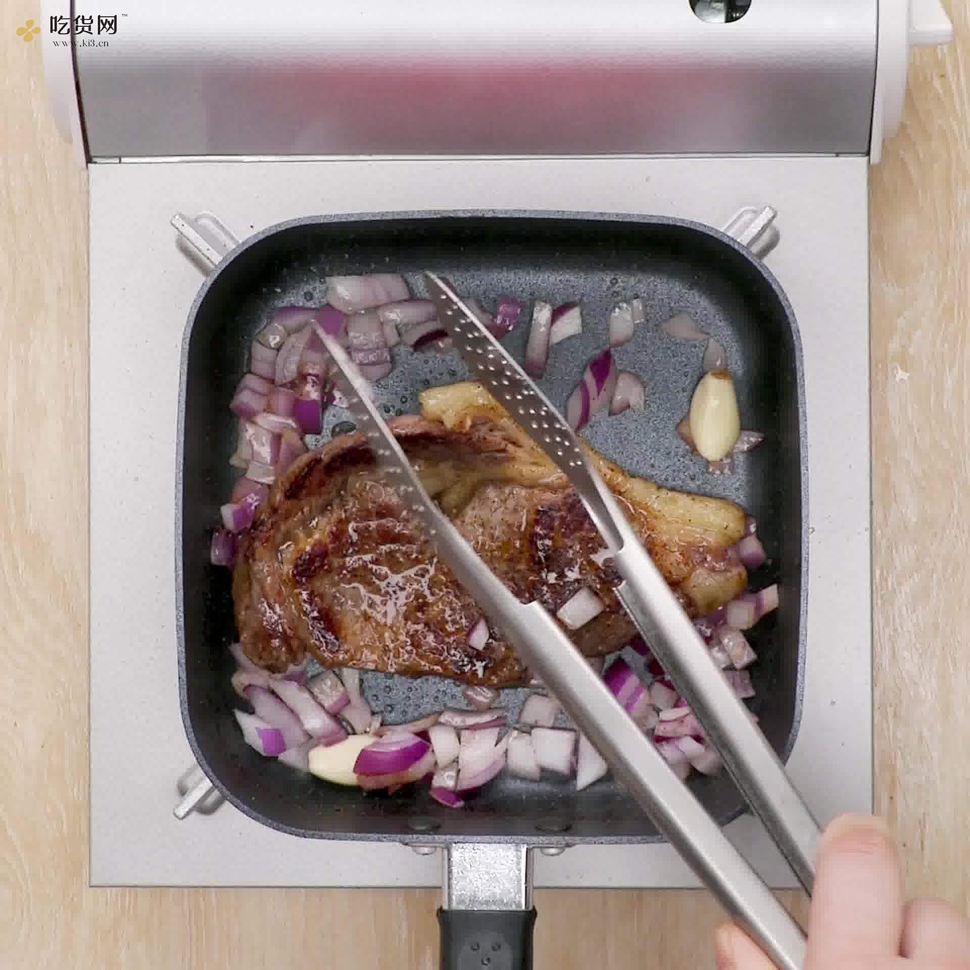 蜜汁煎牛排的做法 步骤4
