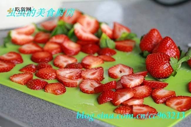 草莓城堡蛋糕的做法 步骤8