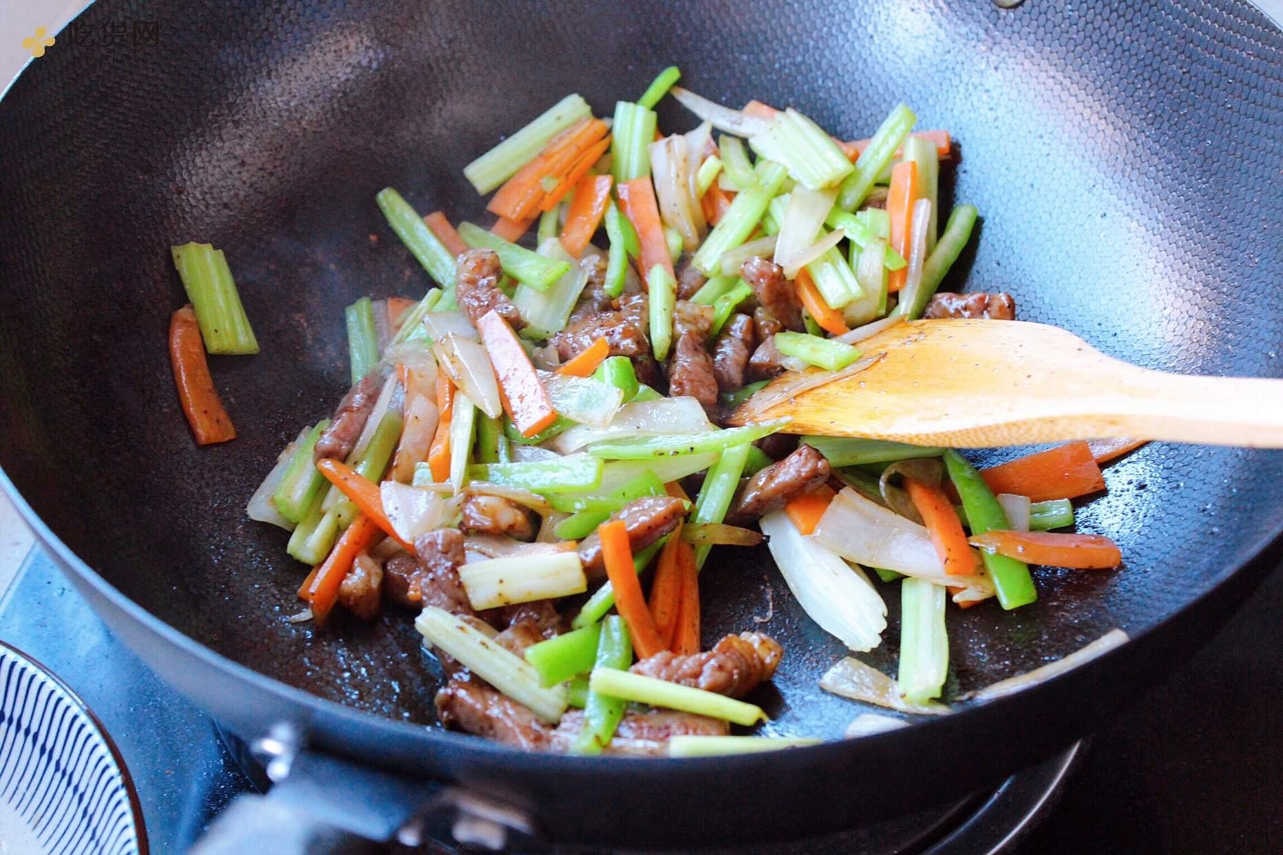 黑椒时蔬牛排的做法 步骤8