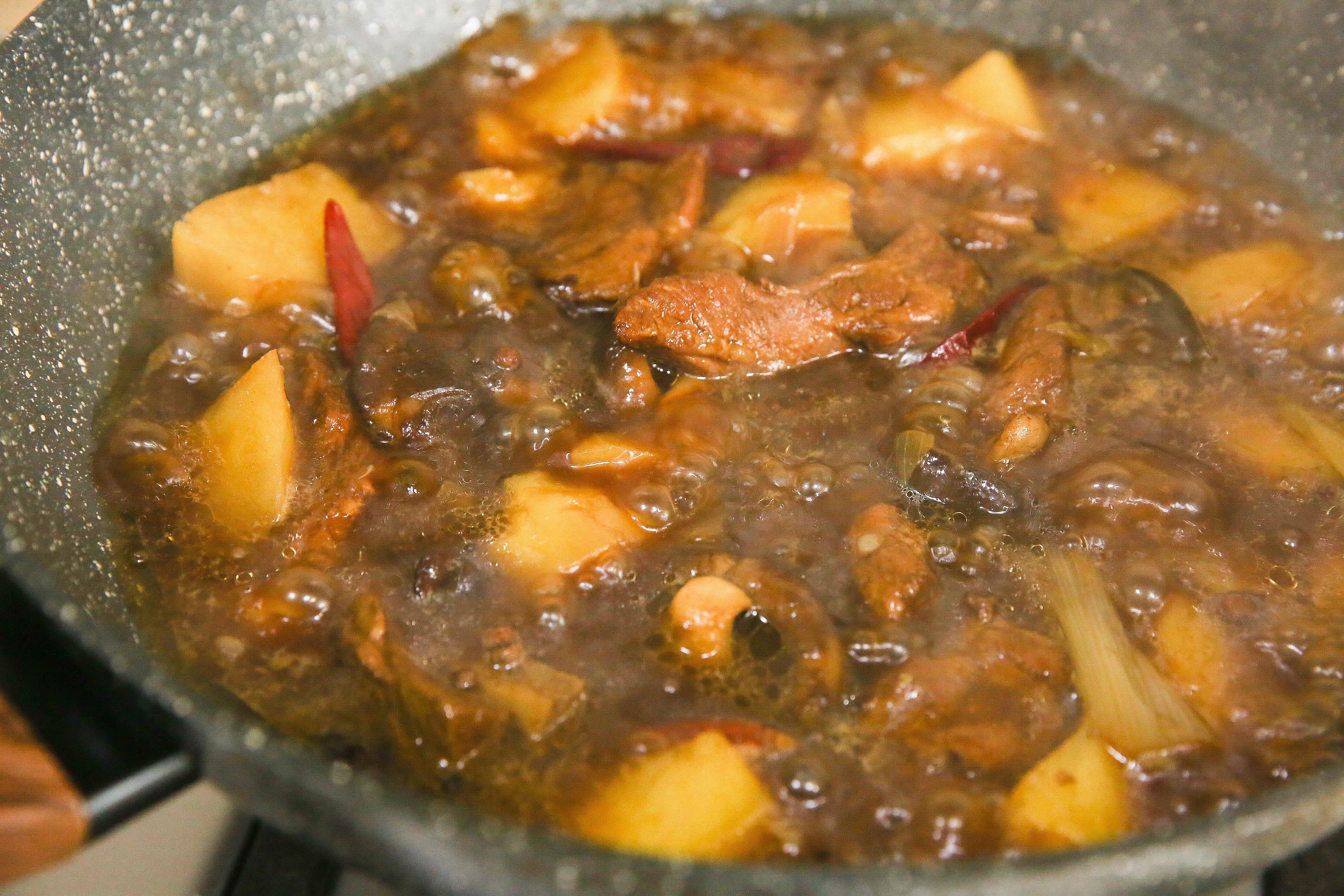 菌香土豆炖排骨,这样做味道更鲜香的做法 步骤11