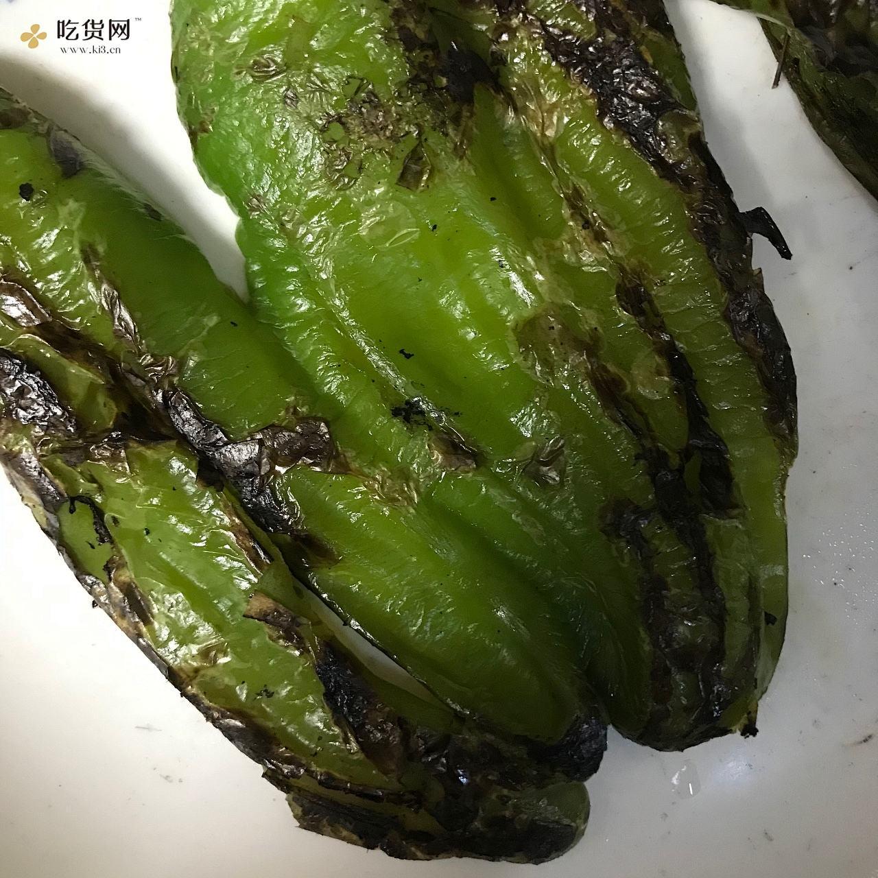 家常蒜香虎皮青椒的做法 步骤3