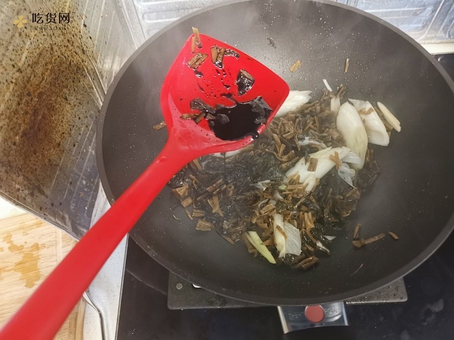 厨房小白的福音:梅干菜烧肉的做法 步骤5