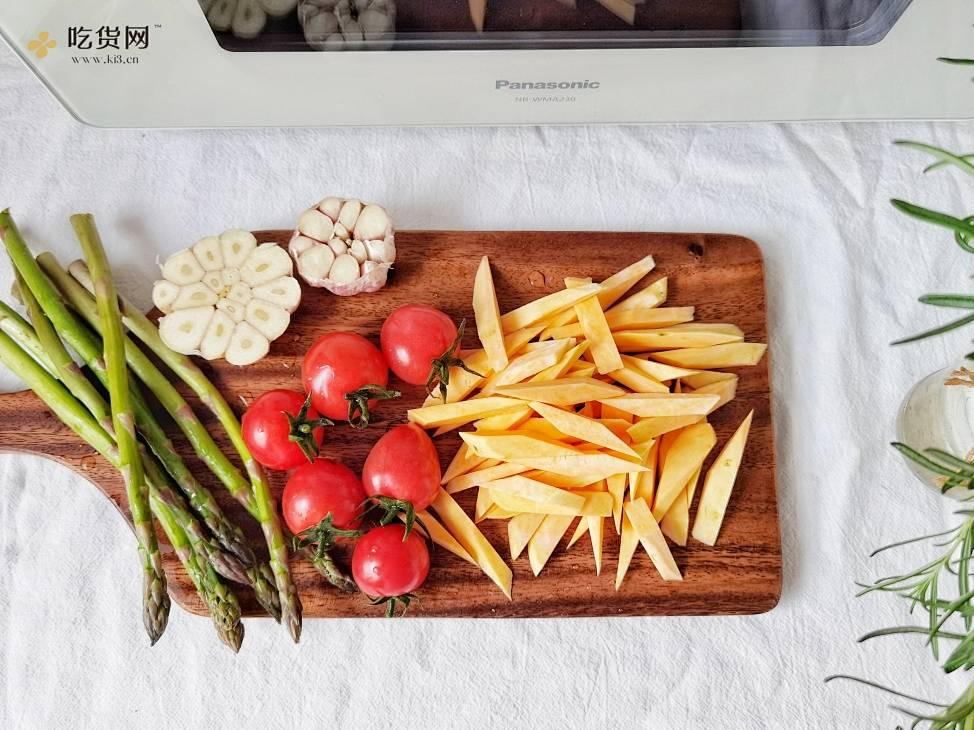 精致晚餐--烤鲜嫩多汁牛排&气炸蜜薯角的做法 步骤3