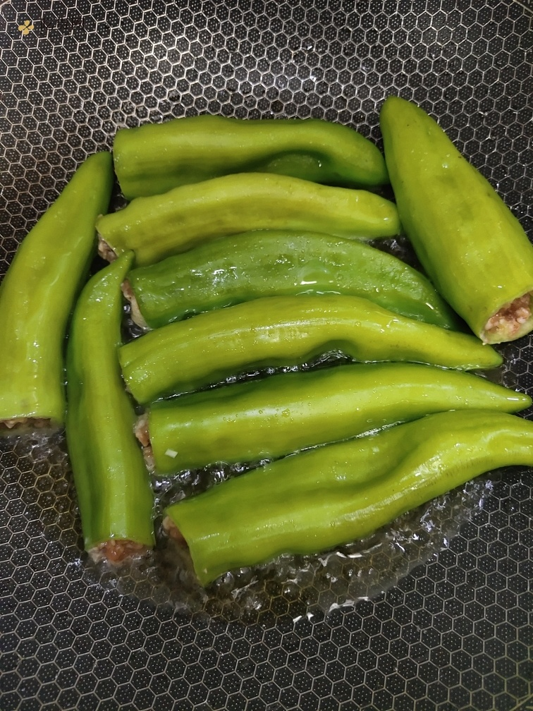 肉馅版虎皮辣椒的做法 步骤7