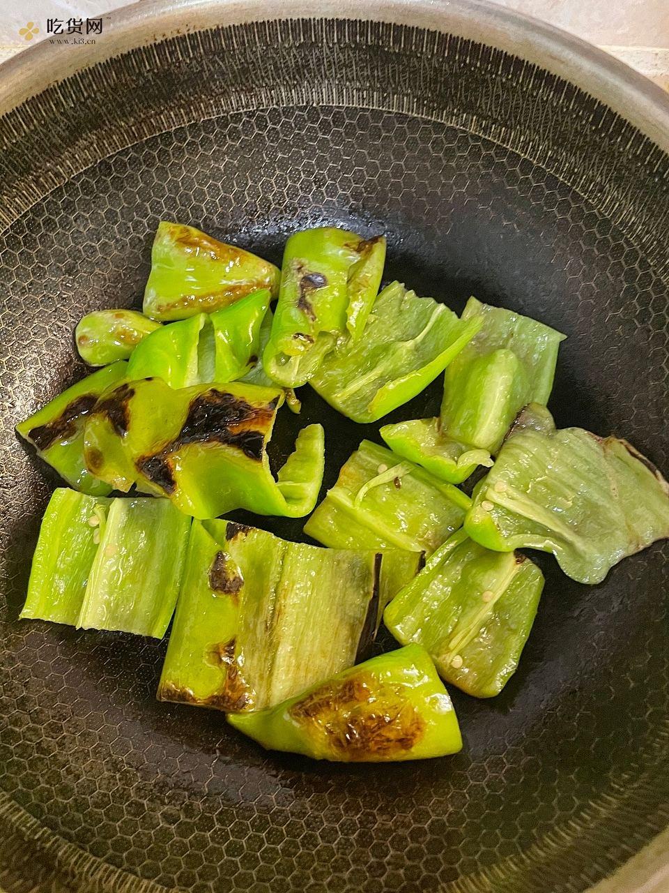 厨房小白菜谱‼️虎皮尖椒擂皮蛋❗️的做法 步骤2