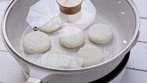 美味快手早餐~拉丝芝士红豆饼的做法 步骤8